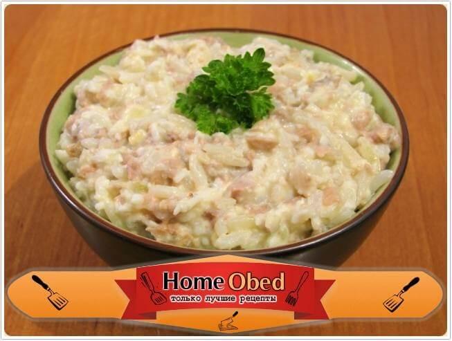 Салат с печенью трески, рисом и яйцами