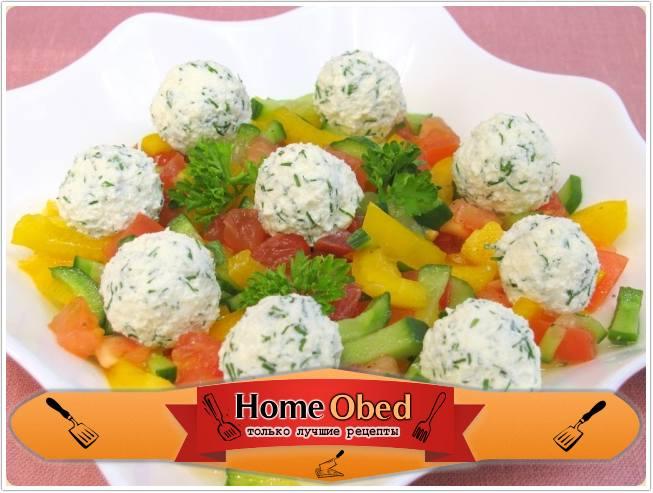 Овощной салат из феты и маслин
