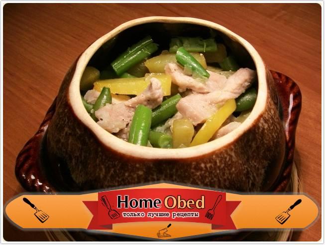 Свинина с картофелем и стручковой фасолью, тушенные в горшочке